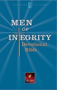 men-of-integrity-devotional-bible-paperback